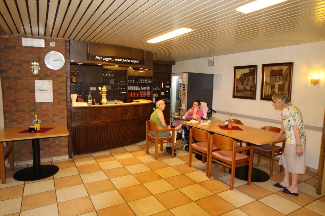 De cafetaria mag opnieuw open