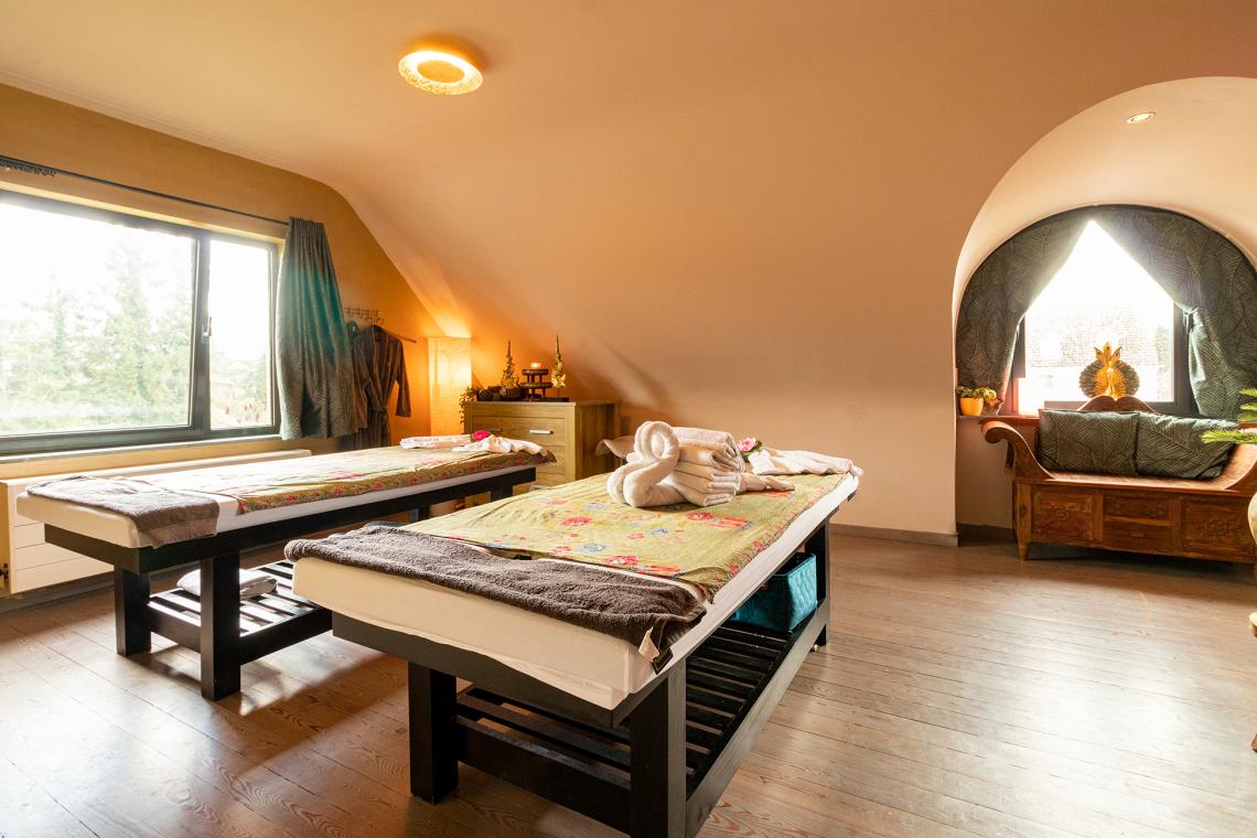 Ontdek onze stijlvolle massage kamers Ayurveda en Theravada én ons rustgevend ontvangstsalon