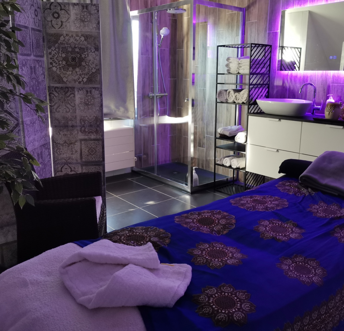 Samatha room (**) : massage and beauty treatments in new refined luxury room