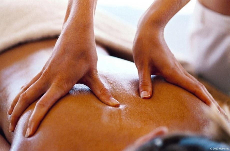 Massage ayurvédique - massage intensif à l'huile pour l'équilibre physique, émotionnel et spirituel