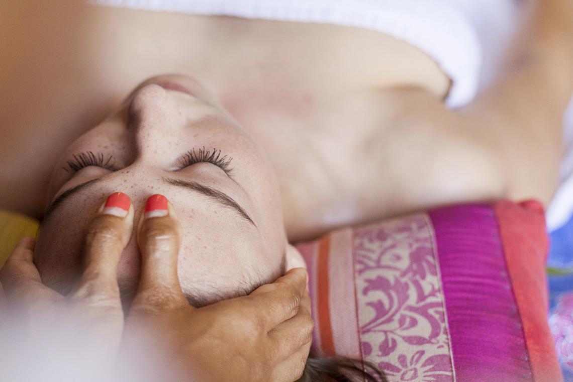Reserveer uw massage online en geniet 15min extra van een ontspannende hoofdmassage